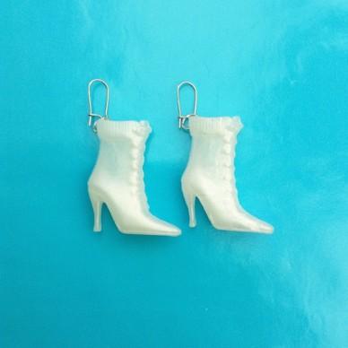 earring boot white