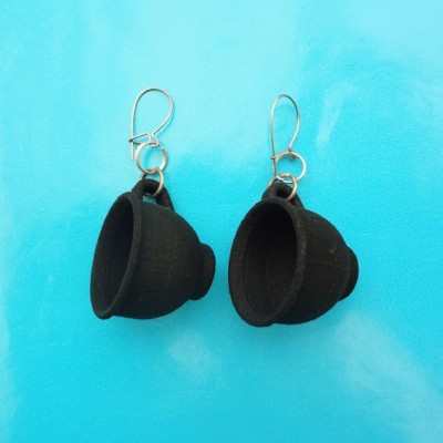 earring cup black