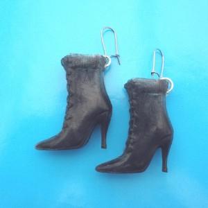 earring boot black