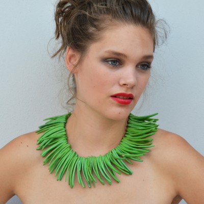 1 necklace pieces green OK 72