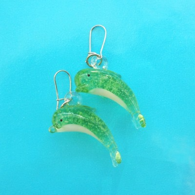 136earring glass dolphin green 72