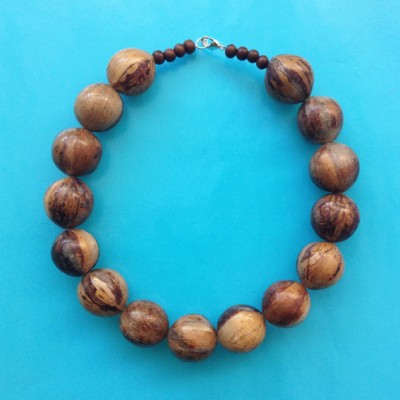 15necklace wood ball lightbrown 72