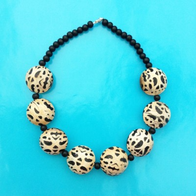 25necklace wood ball spot 72