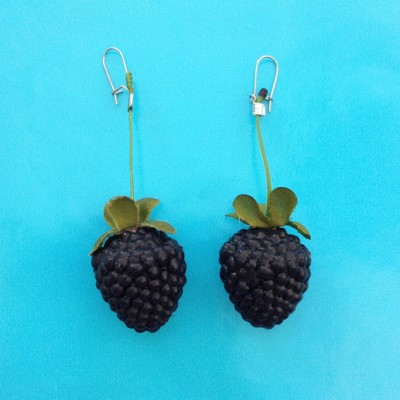 26 earring blackberry 72