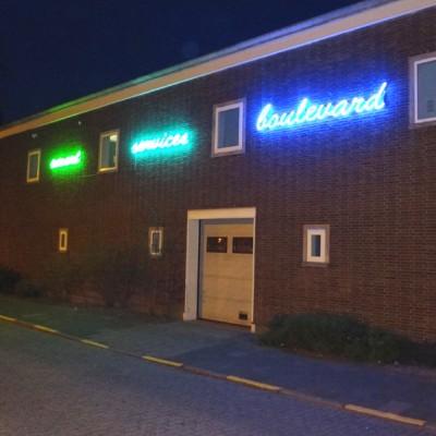31 neon smart services boulevard avond 72 kopie