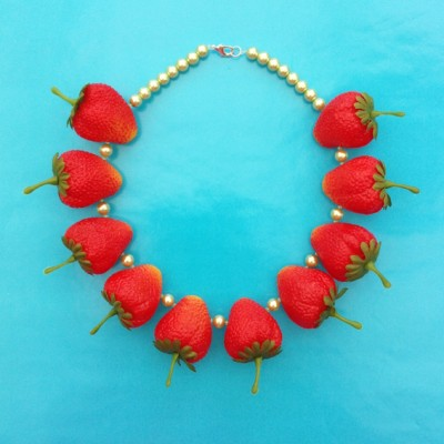 32 necklace strawberry 72