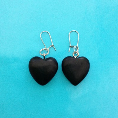 35earring heart wood black 72