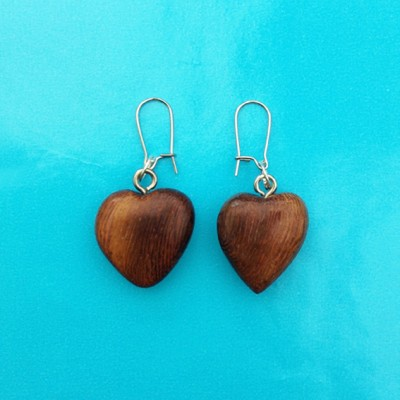 36earring wood heart brown dark 72
