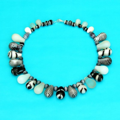 44 necklace glass drop white 72 - kopie