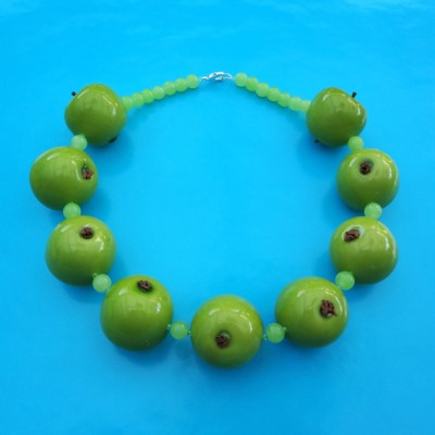 52 necklace apple green 72