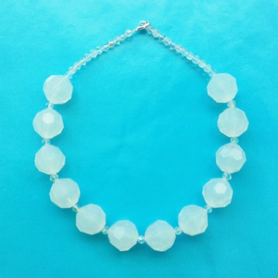 58 necklace shine milkwhite ball 72 - kopie