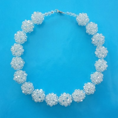 6 necklace shine ball white 72 - kopie