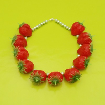 60 necklace strawberry 1 72