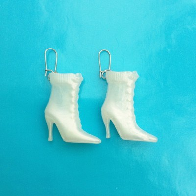 67earring boot white 72