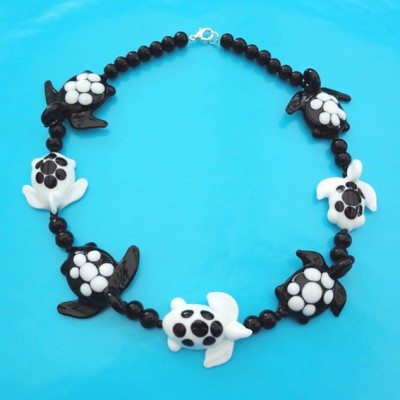 79 necklace glass turtle black white 72 - kopie