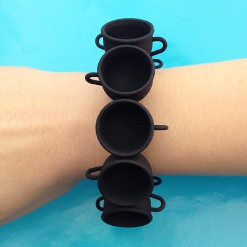 bracelet cup black arm 72