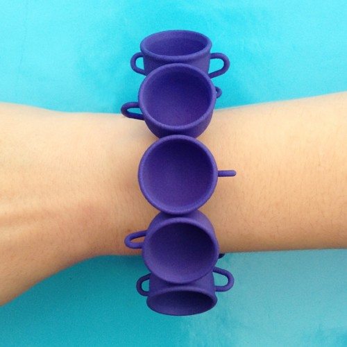 bracelet cup purple arm 72