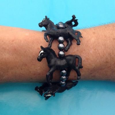 bracelet horse black arm 72