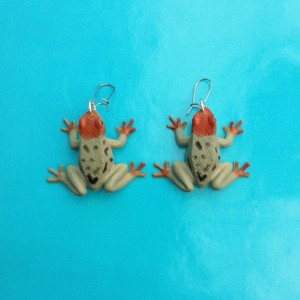 earring frog grey 72