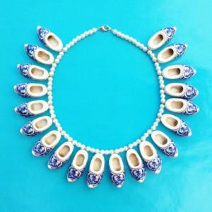 necklace clog blue 72