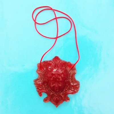 necklace resin face red 72