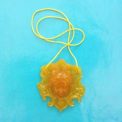 necklace resin face yellow 72