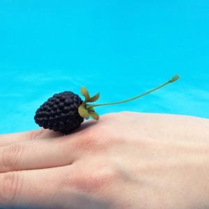 ring blackberry finger 72