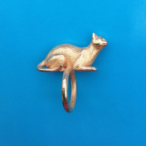 ring cat lying gold 72