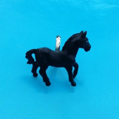 ring horse black 72