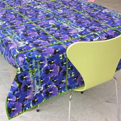 violen tafelkleed gele stoel 72 kopie
