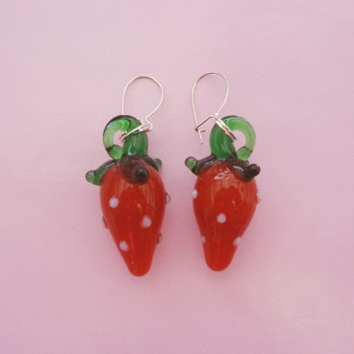 earring glass strawberry 72