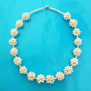 necklace pearlball white 72