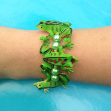 bracelet frog greendark arm 72