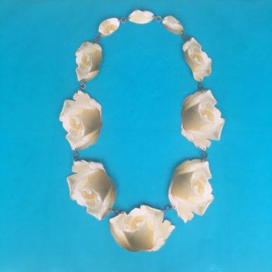 necklace lam roses white OK 72