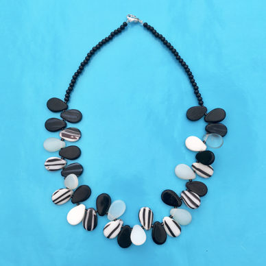 necklace glass drop blackwhite 72